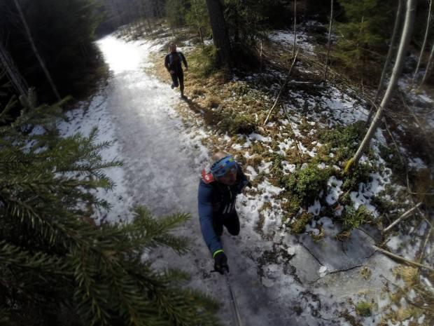 På isiga stigar