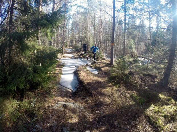 Framåt på stigen mot Brottby