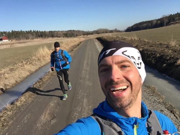 Micke och Marcus en 7 km före oss.